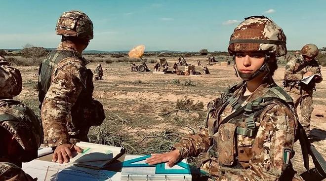 Vẻ đẹp mang 'chất thép' của các nữ quân nhân trên khắp thế giới - Ảnh 6.
