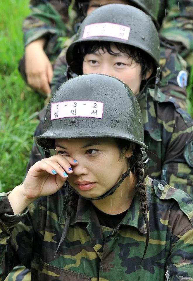 Vẻ đẹp mang 'chất thép' của các nữ quân nhân trên khắp thế giới - Ảnh 7.