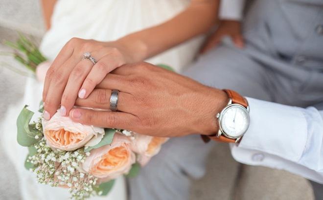 Trong hôn nhân, phụ nữ mà già trước đàn ông, chứng tỏ lấy nhầm chồng