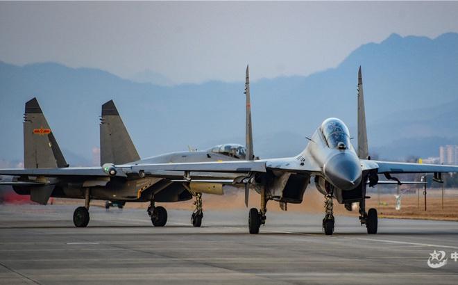"""Kịch bản không quân Trung Quốc """"giội lửa"""" Đài Loan: Mục tiêu nào bị huỷ diệt đầu tiên?"""