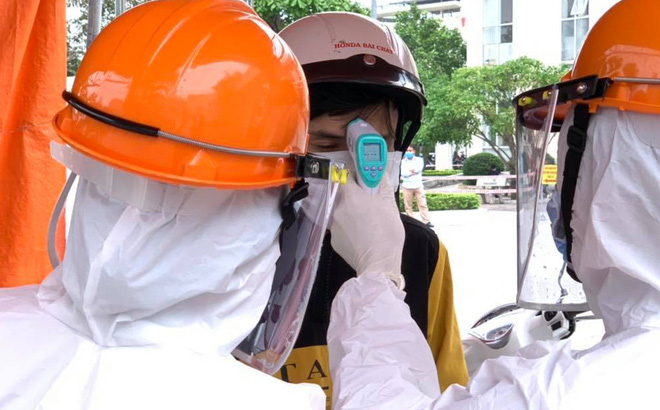 Nam bệnh nhân COVID-19 ở Hà Nội có dấu hiệu đông đặc phổi, nguy cơ biến chứng nặng