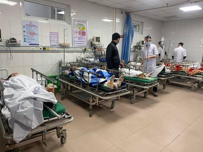 Tình trạng sức khoẻ của 8 công nhân trong vụ rơi thang tời công trình cao tầng - Ảnh 1.