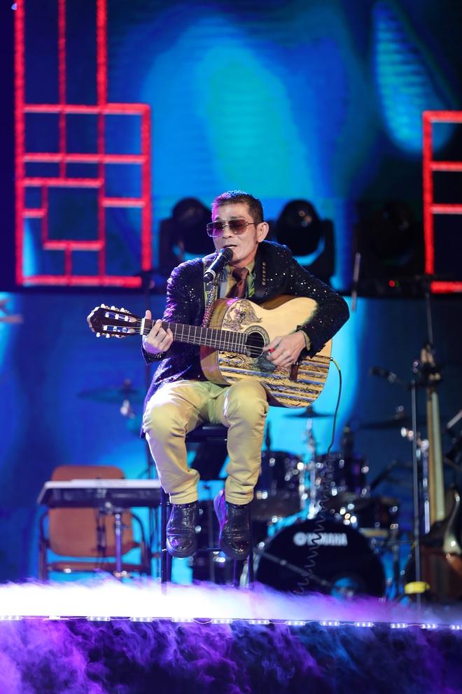 Con trai Chế Linh chơi đàn guitar bằng tay trái gây bất ngờ - Ảnh 7.