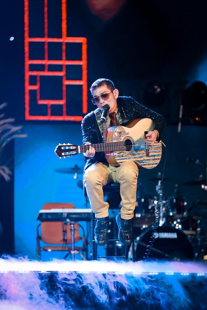 Con trai Chế Linh chơi đàn guitar bằng tay trái gây bất ngờ - Ảnh 6.