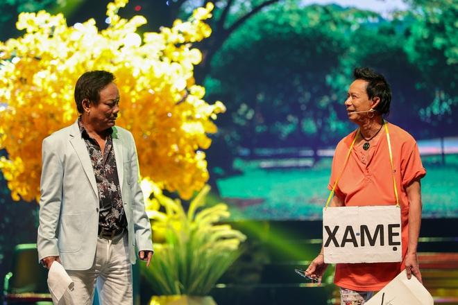 Con trai Chế Linh chơi đàn guitar bằng tay trái gây bất ngờ - Ảnh 3.