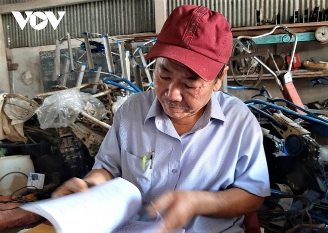 Máy cày siêu nhẹ giúp nông dân miền Tây làm mô hình tôm – lúa hiệu quả - Ảnh 1.