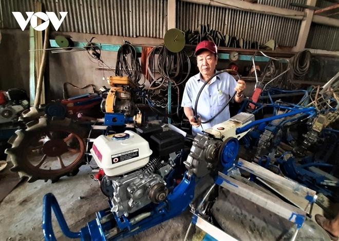 Máy cày siêu nhẹ giúp nông dân miền Tây làm mô hình tôm – lúa hiệu quả - Ảnh 2.