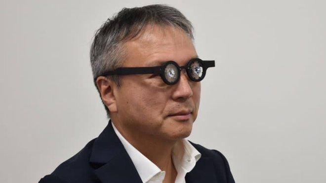 Xuất hiện kính thông minh đeo 1 giờ/ngày giúp chữa cận thị - Ảnh 1.