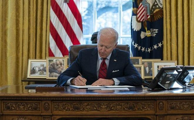 Chỉ với một cây bút, Tổng thống Biden muốn 'đảo ngược' di sản của người tiền nhiệm