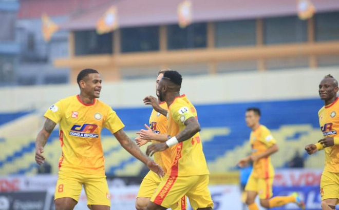 """Bị Nam Định sa thải vì """"bệnh ngôi sao"""", ngoại binh V.League """"đòi nợ"""" bằng chiến thắng hủy diệt"""