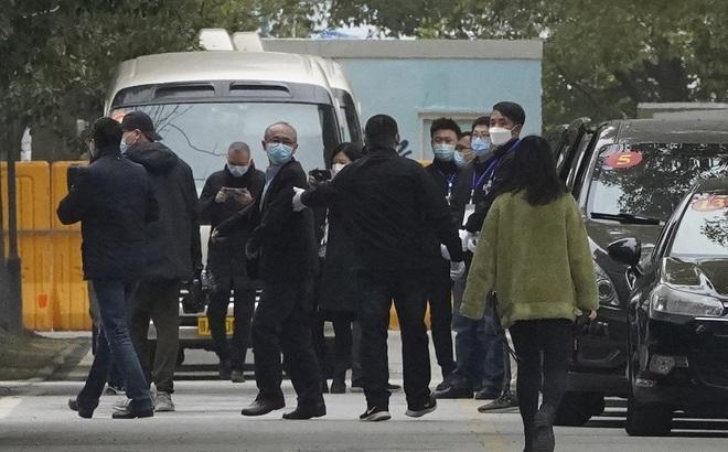 """Lịch trình """"lạ"""" của nhóm chuyên gia WHO vừa đến Vũ Hán: Sáng thăm bệnh viện, chiều đi... bảo tàng"""