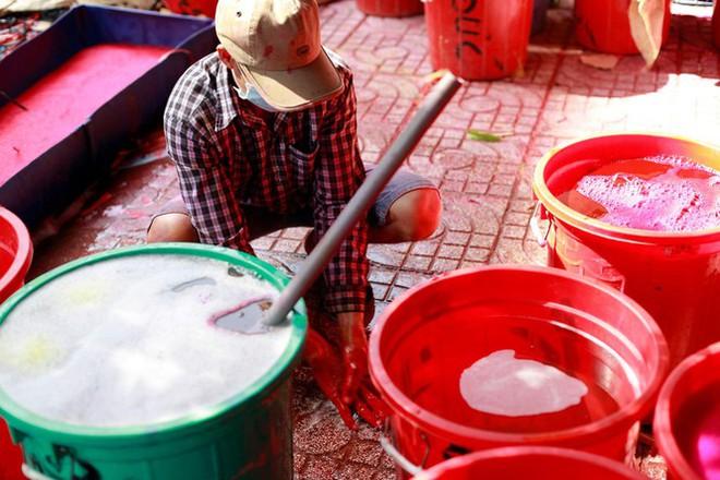 Chợ hoa đào nhuộm khoe sắc rực rỡ ở Đầm Sen - Ảnh 9.