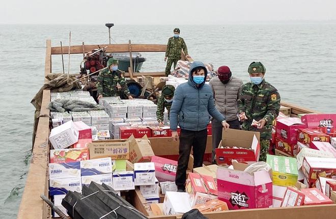 Quảng Ninh: Cách ly 2 người buôn hàng lậu từ Trung Quốc về Móng Cái giữa tâm dịch Covid-19 - Ảnh 1.