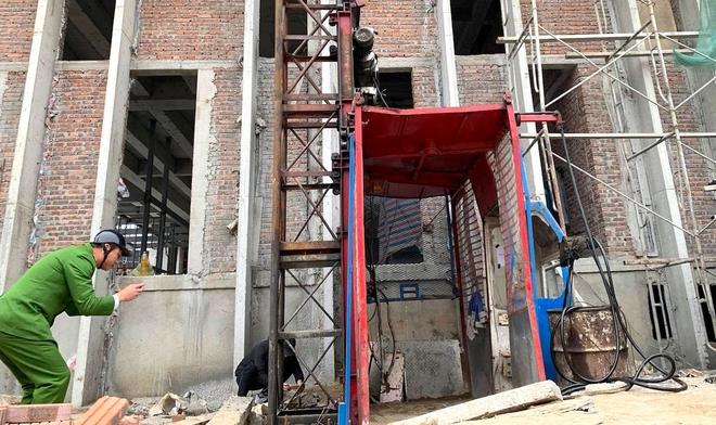 Vụ rơi thang tời công trình cao tầng: Còn 8 tháng nữa thang mới hết hạn kiểm định - Ảnh 2.