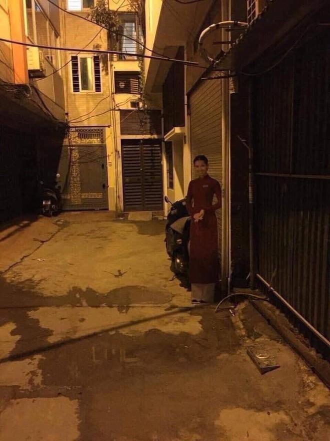 Đi làm về khuya, thanh niên thấy hình cô gái đứng bên đường mà xỉu ngang xỉu dọc vì 1 chi tiết - Ảnh 2.
