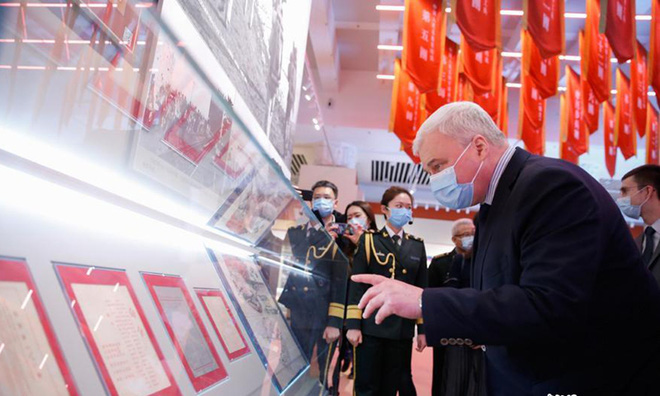 PLA triển khai binh lực hùng hậu, thông điệp nóng của ông Putin về Trung Quốc làm Ấn Độ náo loạn - Ảnh 1.