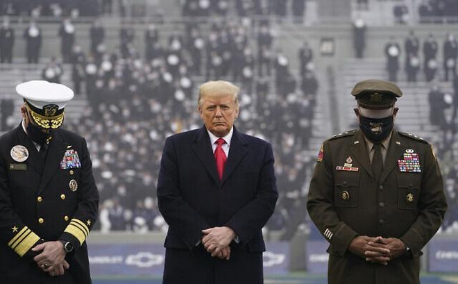 """Ông Trump cùng một lúc bị 10 cựu Bộ trưởng Quốc phòng Mỹ """"đánh hội đồng"""": Chưa từng có!"""