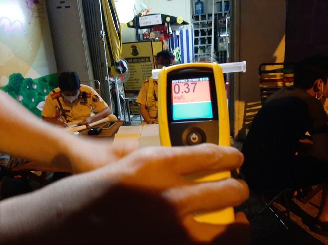 Đi tiệc với công ty, uống vài lon bia cuối năm, cô gái 23 tuổi bị xử phạt 4,5 triệu đồng - Ảnh 2.