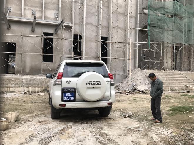 Tai nạn rơi thang công trình trụ sở Sở Tài Chính Nghệ An làm 3 người tử vong: Đình chỉ thi công - Ảnh 2.