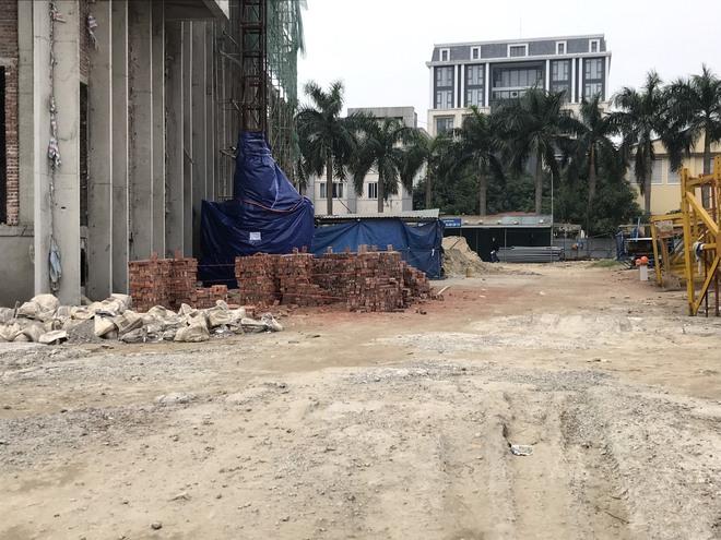 Tai nạn rơi thang công trình trụ sở Sở Tài Chính Nghệ An làm 3 người tử vong: Đình chỉ thi công - Ảnh 3.
