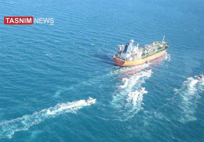 Iran tập trận cực lớn, bắt tàu Hàn Quốc có người Việt Nam - Seoul điều tàu chiến ứng cứu: Chảo lửa Trung Đông rực cháy! - Ảnh 1.