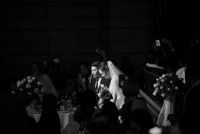 Vợ kém 15 tuổi của NSND Công Lý chia sẻ xúc động sau hôn lễ cùng Cô Đẩu - Ảnh 1.