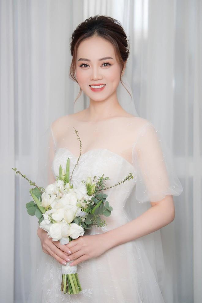 Vợ kém 15 tuổi của NSND Công Lý chia sẻ xúc động sau hôn lễ cùng Cô Đẩu - Ảnh 4.