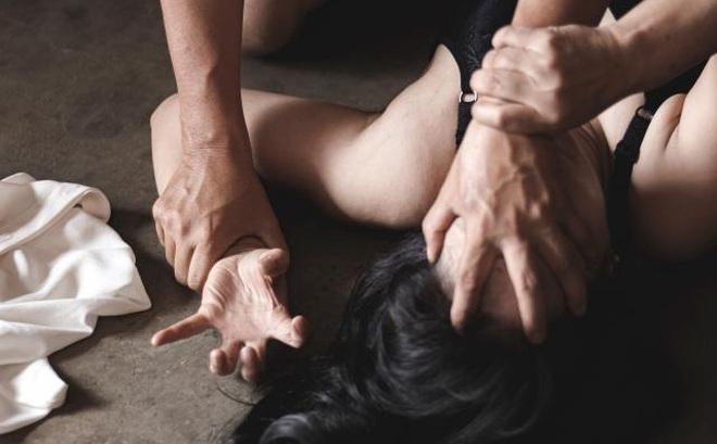 Ấn Độ: Cầm dao lao vào cưỡng hiếp cô gái, thanh niên không ngờ điều xảy đến với mình