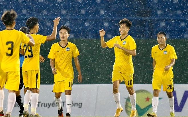 KẾT THÚC HAGL 2-1 Khánh Hòa: HLV Kiatisuk kém vui với Xuân Trường