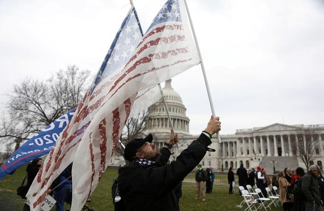 Các nhóm khác nhường sân cho người ủng hộ Tổng thống Trump - Ảnh 3.