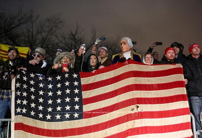 Các nhóm khác nhường sân cho người ủng hộ Tổng thống Trump - Ảnh 4.
