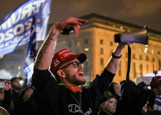 Các nhóm khác nhường sân cho người ủng hộ Tổng thống Trump - Ảnh 5.