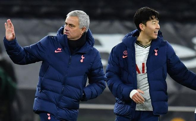 Son Heung-min ghi bàn sau pha