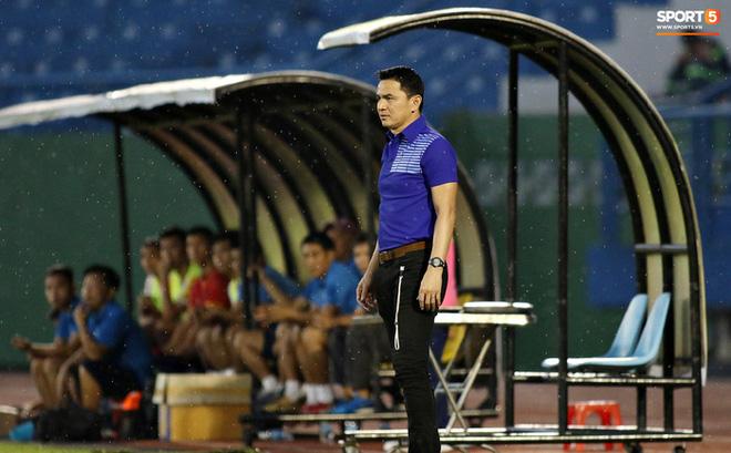 Fan Thái Lan chê HAGL của HLV Kiatisuk đá như Thai League 3