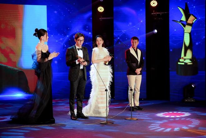Chi Pu xúc động khi thắng giải Nữ diễn viên được yêu thích nhất - Ảnh 4.