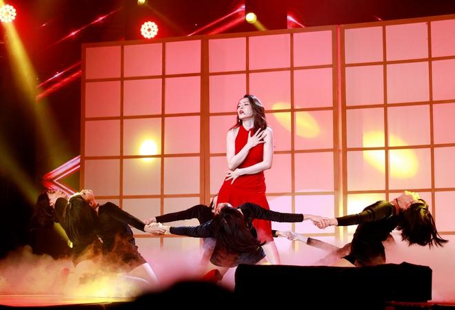Chi Pu xúc động khi thắng giải Nữ diễn viên được yêu thích nhất - Ảnh 9.