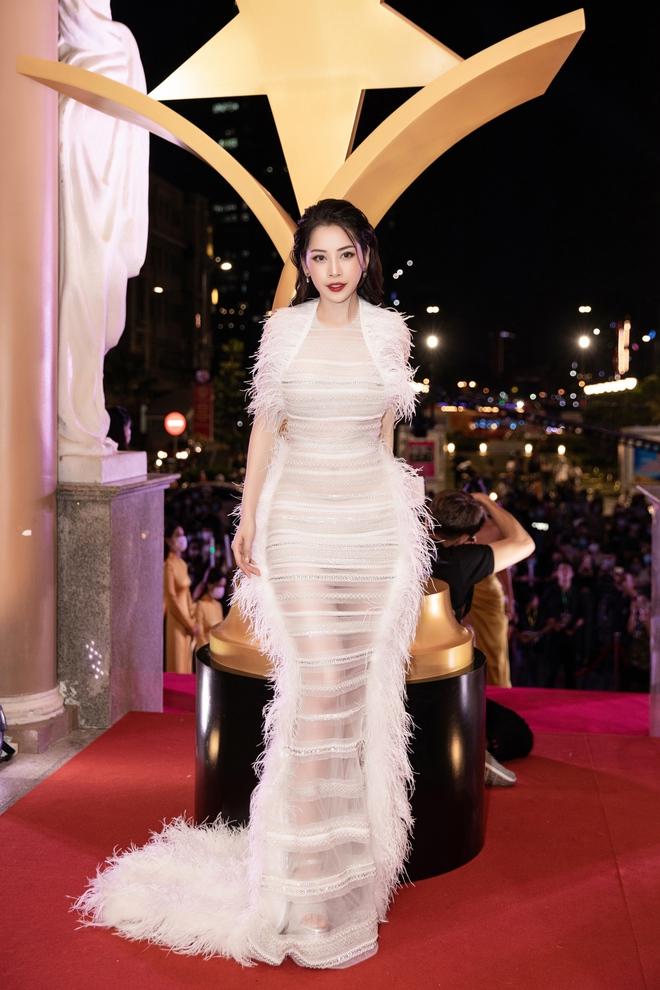 Chi Pu xúc động khi thắng giải Nữ diễn viên được yêu thích nhất - Ảnh 1.