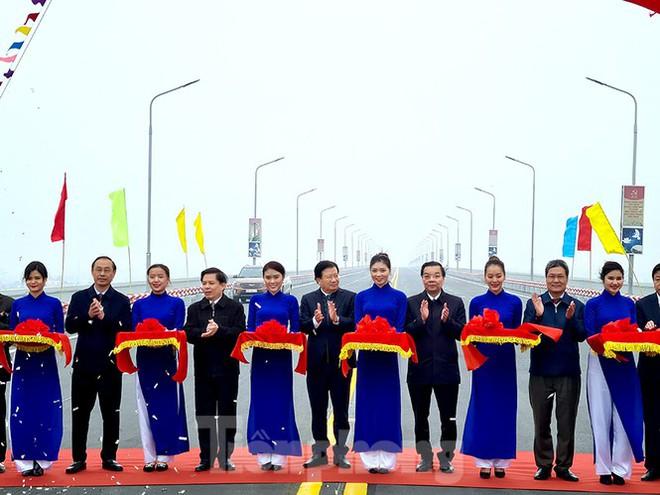 Chính thức thông xe cầu Thăng Long sau 6 tháng dừng hoạt động để sửa chữa - Ảnh 2.
