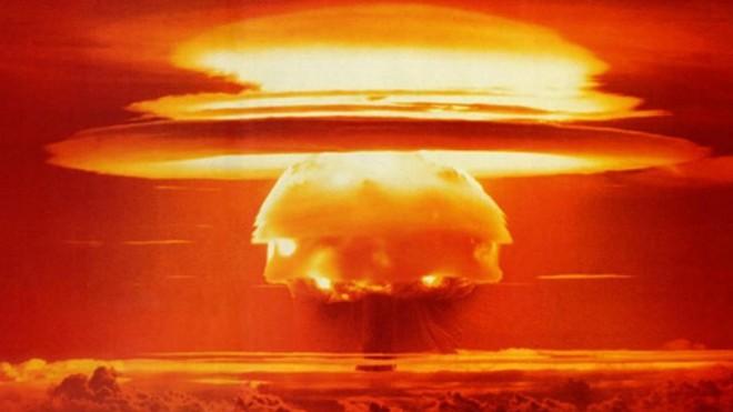 Điều gì sẽ xảy ra nếu thả 1 triệu quả bom hạt nhân mạnh nhất hành tinh xuống điểm sâu nhất Trái Đất? - Ảnh 1.