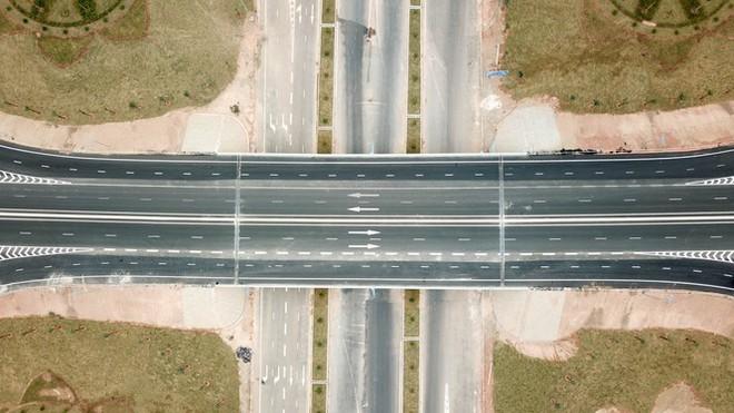 Cận cảnh nút giao thông hơn 400 tỷ sắp hoàn thành nơi cửa ngõ Hạ Long - Ảnh 4.