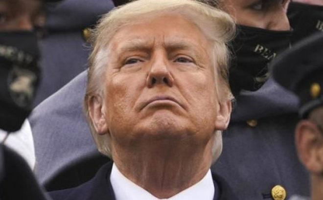 """Bạo loạn làm """"giọt nước tràn ly"""", ông Trump đối diện nguy cơ gì?"""