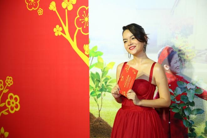 Phạm Quỳnh Anh mặc gợi cảm đi sự kiện - Ảnh 1.