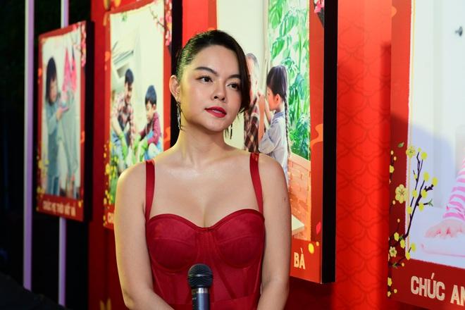 Phạm Quỳnh Anh mặc gợi cảm đi sự kiện - Ảnh 2.
