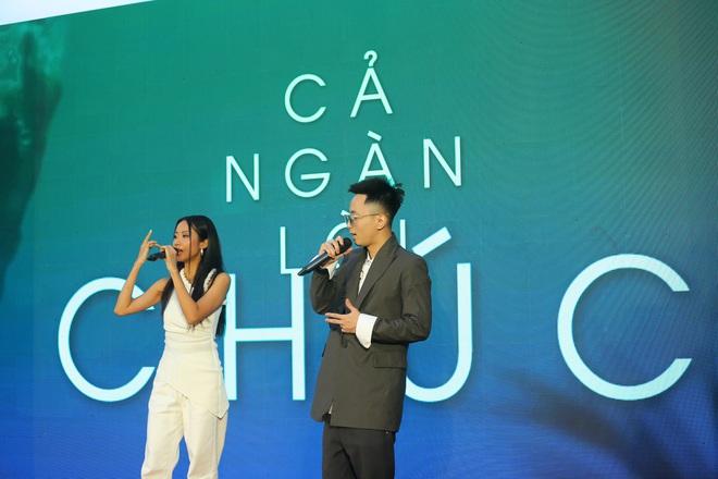 Phạm Quỳnh Anh mặc gợi cảm đi sự kiện - Ảnh 9.