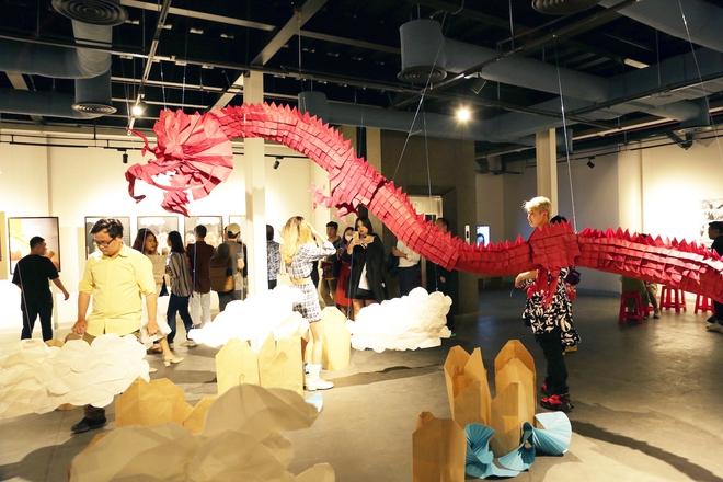 Wowy, Quang Đăng, Dustin Nguyễn xúc động khi xem triển lãm ảnh quảng bá văn hóa Việt Nam - Ảnh 7.