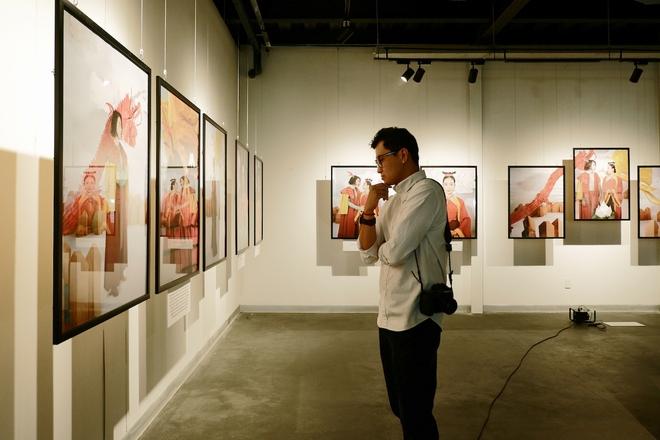 Wowy, Quang Đăng, Dustin Nguyễn xúc động khi xem triển lãm ảnh quảng bá văn hóa Việt Nam - Ảnh 15.