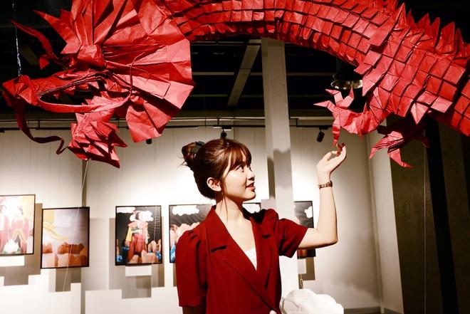 Wowy, Quang Đăng, Dustin Nguyễn xúc động khi xem triển lãm ảnh quảng bá văn hóa Việt Nam - Ảnh 16.