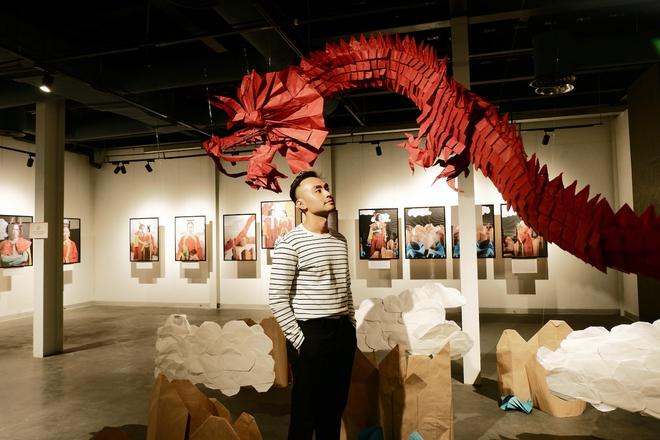 Wowy, Quang Đăng, Dustin Nguyễn xúc động khi xem triển lãm ảnh quảng bá văn hóa Việt Nam - Ảnh 12.