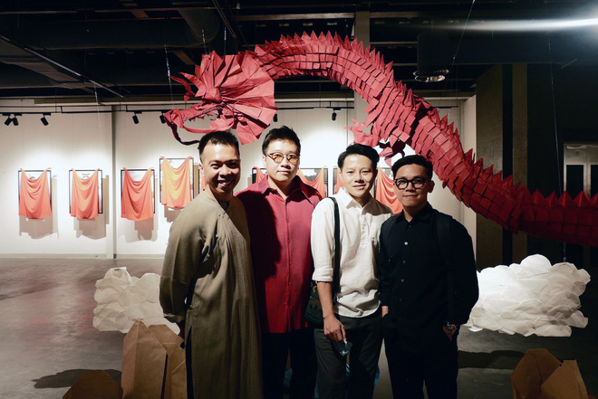 Wowy, Quang Đăng, Dustin Nguyễn xúc động khi xem triển lãm ảnh quảng bá văn hóa Việt Nam - Ảnh 3.