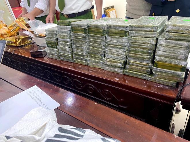 Cảnh sát bắn chỉ thiên, chặn xe ô tô chở 8 bao tải ma túy trị giá cả trăm tỷ đồng - Ảnh 3.